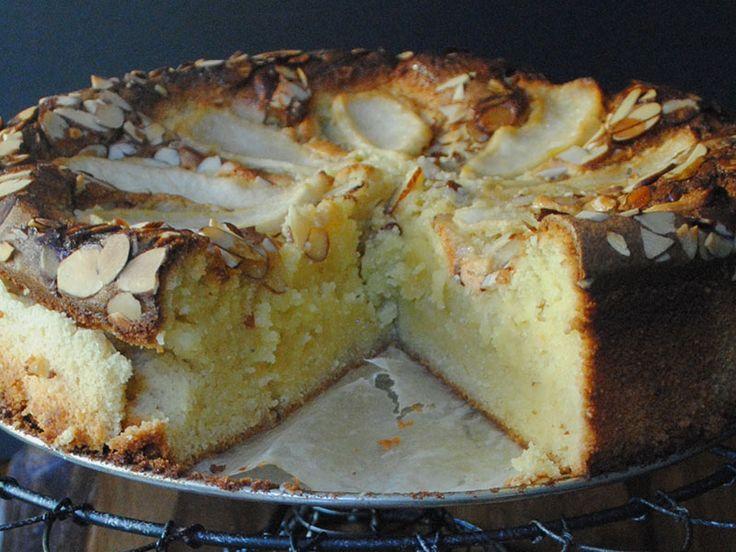 Κέικ χωρίς γλουτένη με αχλάδια και αμύγδαλα