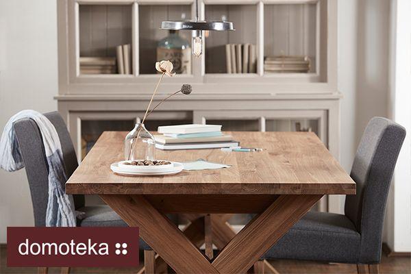 Solidny stół wykonany w całości z litego dębowego drewna znajdziesz w salonie belbazaar. W wyjątkowy sposób podkreśli charakter każdego pomieszczenia. Stanowi idealną oprawę zarówno tradycyjnych, jak i nowoczesnych wnętrz.