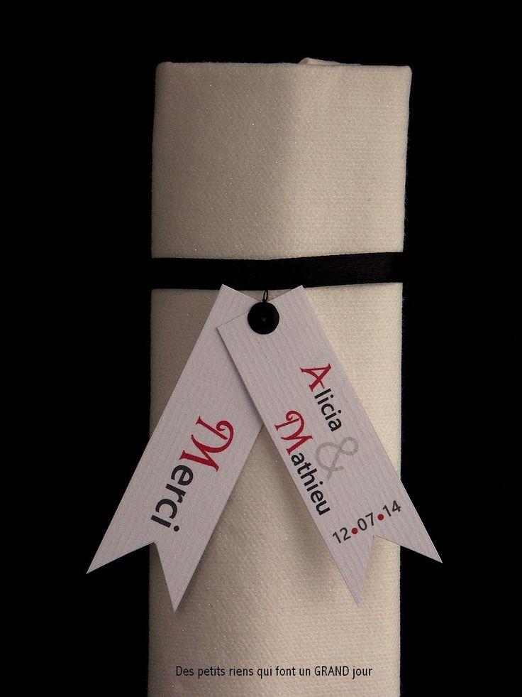 Rond de serviette en satin noir agrémenté d'une Étiquette personnalisée (Mariage, Baptême, Anniversaire)