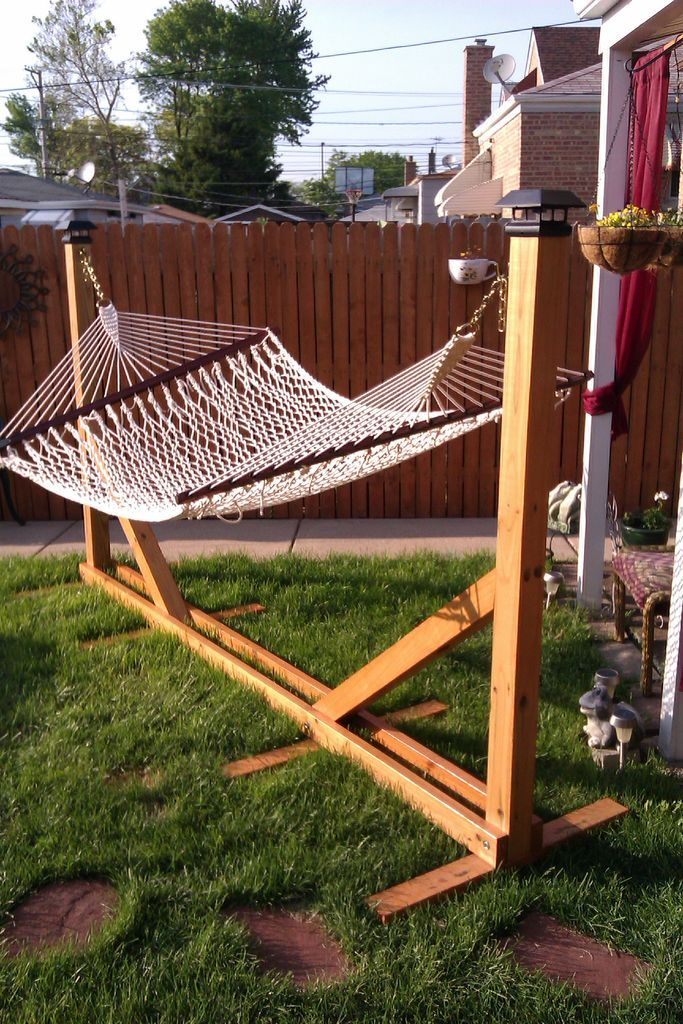 DIY Hammocks • Projects and Tutorials! Including, from 'instructables', this cool diy hammock stand.