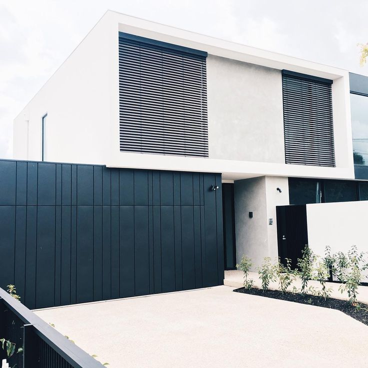When good looking material and a great installer come together you get a finish like this Essendon project! Thanks for the photo @advancedmetalcladding   Installer : @advancedmetalcladding   Profile : Interlocking - Random Width  Material : Vestis Black Aluminium   Material Supplier : @architecturalmetalsaustralia   #architecture #vestis #aluminium #interlocking #metalcladding #metalcladdingsystems #randomwidths #residence #ama #black #residentialarchitecture #highendfinish