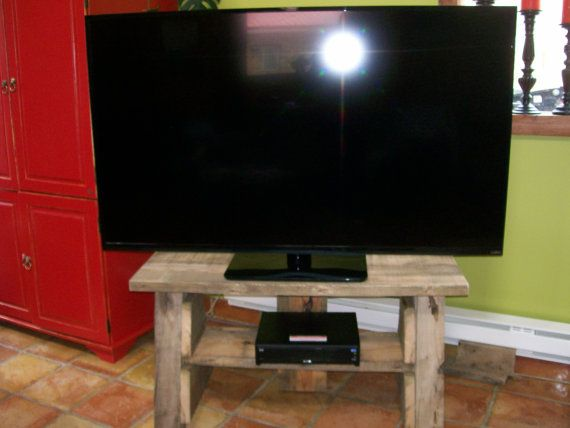 Industrial TV stand trestle massive built by Recyclerpoursamuser