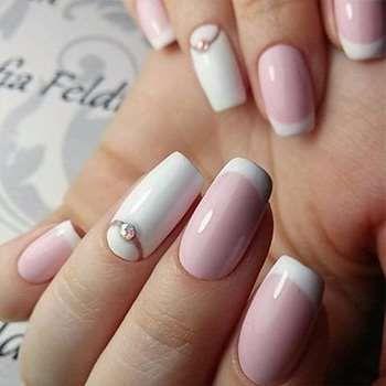 Французский маникюр розовый с белым