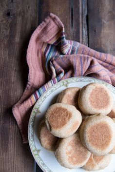 Whole Wheat English Muffin Recipe. A great breakfast to make at the beginning of the week and enjoy every morning! #breakfast