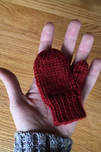 e76fe32d0 Mitten Holiday Ornament Free Knitting Pattern