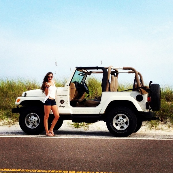 White Jeep Wrangler.  Looks like my Jeep that I sold 2 weeks ago.  Miss it!
