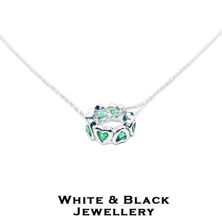 Fehérarany szivecskés medál zöld smaragdokkal - White gold pendant with hearts set with emeralds
