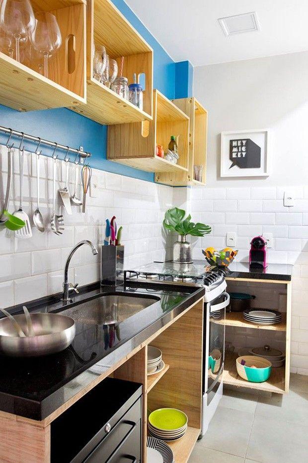 Na cozinha foi usado piso Portobello New York Cement 4545 e cerâmica Metro White 10x20 Eliane Revestimentos. A pintura com Tinta Acrílica…
