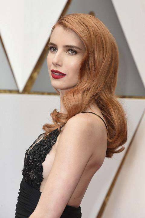 Oscar 2017: Las mejor vestidas de la alfombra roja.  Emma Roberts de Armani Privé vintage