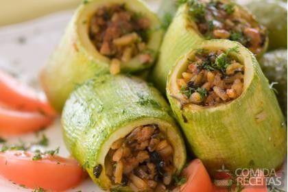 Receita de Abobrinha recheada de carne moída em receitas de legumes e verduras, veja essa e outras receitas aqui!
