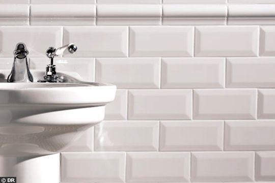 metrotegels badkamer wastafel wit
