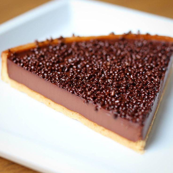 Vous prendrez bien une petite part de tarte au chocolat ? by @cyril_lignac #cyrillignac #chocolaterie #lachocolaterie #paris #paris11 #chocolate #chocolat #foodingparis #foodpic #coco #lefooding #fooding #foodporn #yummy #foodie #foodieparis #pastry #frenchpastry #tart