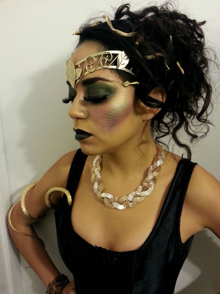 Medusa Makeup: We like the overall makeup and the use of gold accessories now go & turn people to stone :)...x