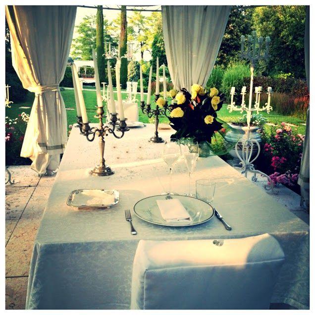 Per i nostri clienti più esigenti o tremendamente romantici, abbiamo allestito per voi il tavolo sotto il gazebo per una cena indimenticabile. Siamo convinti che vi ricorderete di quella sera per un bel po'