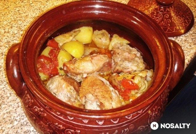 Sörben sült sertéshús cserépedényben