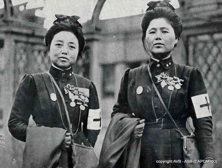 Physicians and nurses of the Japanese Red Cross in Paris in 1915. http://14-18.bruxelles.be/index.php/nl/nl/104-galerij/oorlogsgruwelen-galerij/1633-dokters-van-het-japanse-rode-kruis-te-parijs …