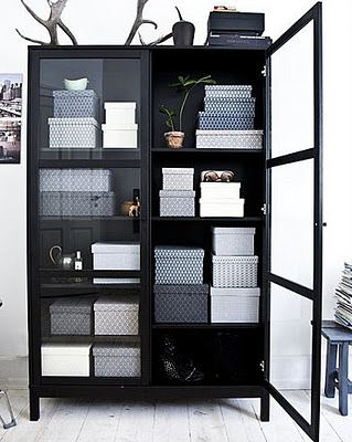 I could so make these storage boxes with shoes boxes and craft paper...hmmm, maybe I will!