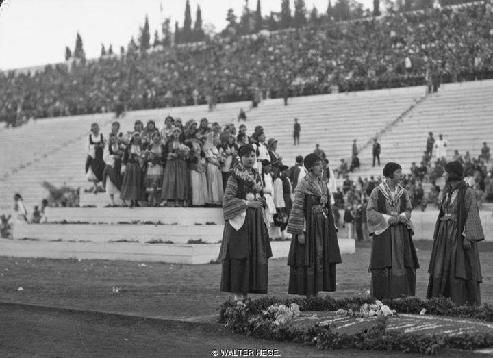 """Αθήνα Παναθηναϊκό Στάδιο εορτασμός 100 χρόνων εθνικής ανεξαρτησίας,1930 Φωτογράφος Walter Hege Αρχείο Bildarchiv Foto Marburg. (Liza""""s Photographic Archive of Greece)"""