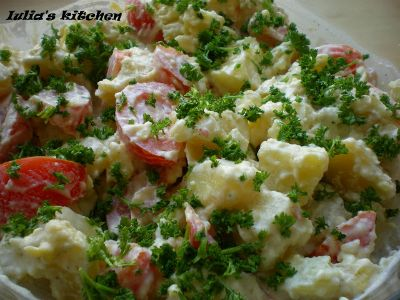 5 salate usoare, la inceput de vara, Salata de cartofi noi cu rosii
