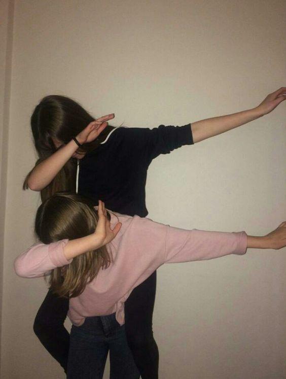 Best friend girls dabbing | Aesthetic Queens. Follow me (im not the girls) PrO_R… – Lara