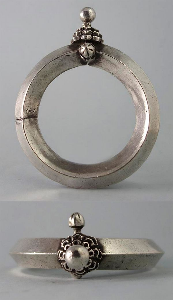 India | Antique silver bangle from Rajasthan | 275€