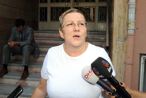 14/07/2013 12:12| Savcı, Taksim Dayanışma'nın peşini bırakmıyor Savcı Nazmi Okumuş, cuma günü tutuksuz yargılanmak üzere serbest bırakılan aralarında Mücella Yapıcı'nın da bulunduğu Taksim Dayanışması üyelerinin tutuklanması için itirazda bulundu