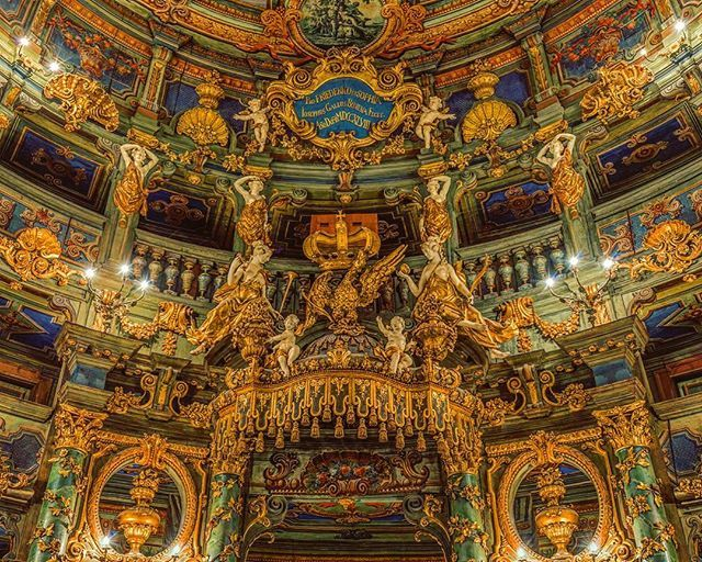The Margravian Opera, wonderful baroque explosion  #margrave#baroque#explosion#operahouse#bayreuth#carvedwood#madera#unesco#decorative#musically#luxurylife#alemania#balcony#restoration#architektur#wagner#mozart#heritage#theatre#sculpture#instagermany#viajes#precious#artlife#beautifull#deutschland#germany