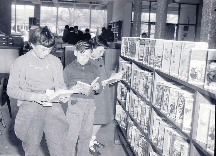 Jennifer Caro, George Campbell and Elizabeth Campbell looking at new books, August 1957 Images from the Central Western Daily Collection, Orange and District Historical Society
