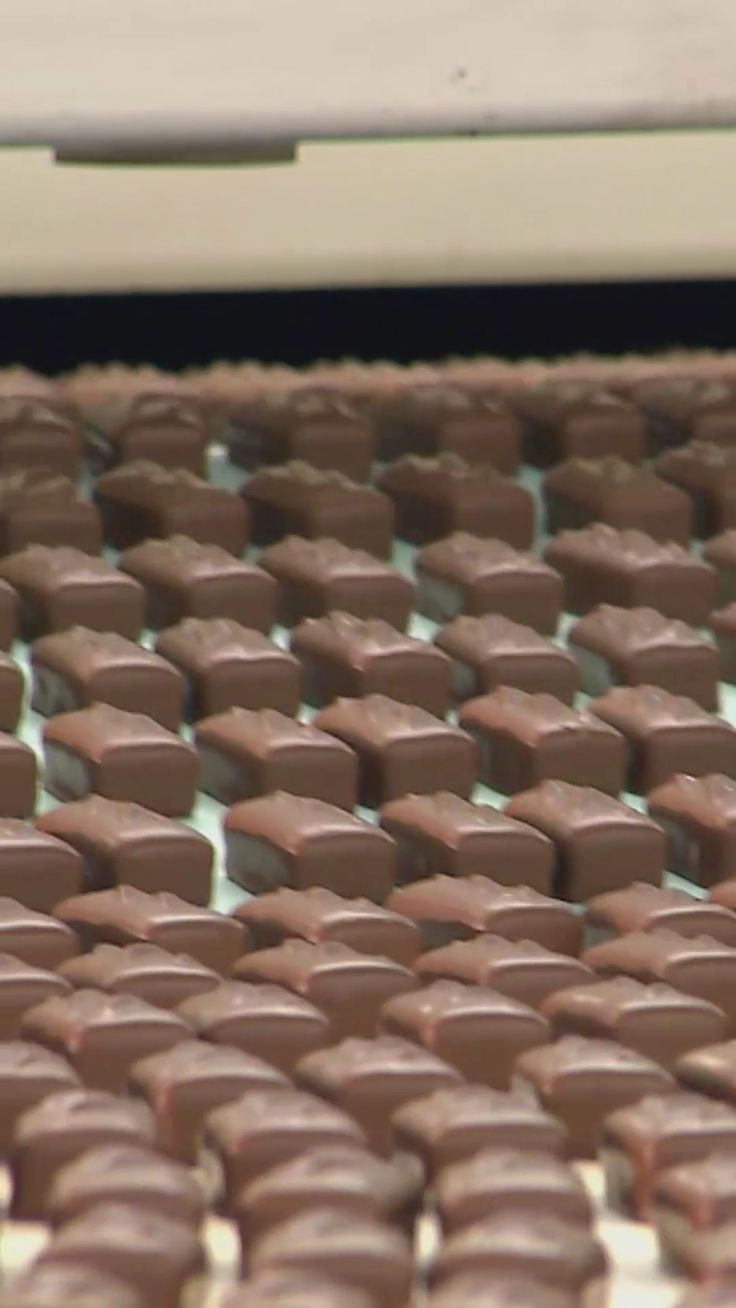 More than 12 million Milky Way chocolate bars leave the Chicago factory on a daily basis!