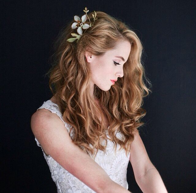 45 Charming Bride S Wedding Hairstyles For Naturally Curly: Pin By Delilah On All Things Wedding.