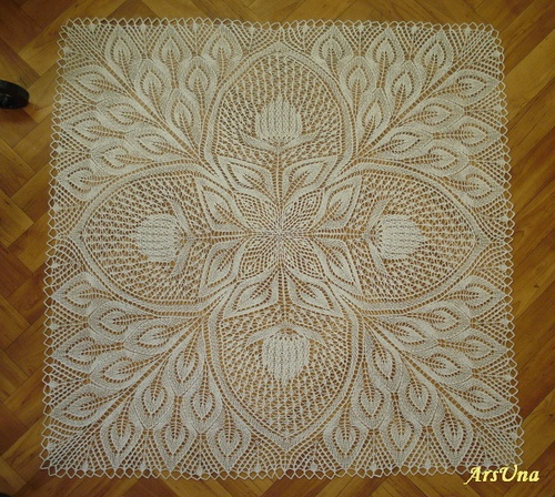 Hannelore by ArsUna, via Flickr I need to find this pattern! It would look great on Mona's antique dining table.