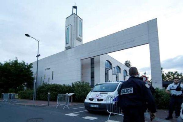 Tentative d'attaque contre une mosquée : silence officiel et traitement minimal dans les médias  LES MÉDIAS MERDE SONT AUX ORDRES DES SIONISTES PARTOUT DANS LE MONDE