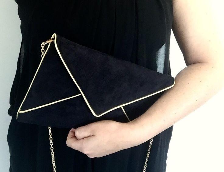 Sac pochette de soirée mariage noir et doré en suédine chaîne dorée : Sacs à main par fil-des-toiles