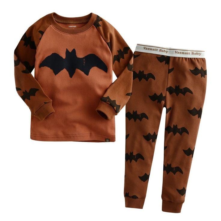 ORANGE BAT | JONGENS PYJAMA | MAAT 80-110| LICHT BLAUW | €17.95 | Stoere, hippe jongenspyjama gemaakt van 100% katoen. De pyjama is een tweedelige set waarvan de broek voorzien is met een elastische band. De zachte stof is rekbaar, ademt goed door en is van hoge kwaliteit. ♦ Wassen op 30 graden, om de kwaliteit van de pyjama zo goed mogelijk te behouden, liever niet in de droger Materiaal: 100% katoen #jongenspyjama #pyjama #babypyjama #boysonly #stoerepyjama