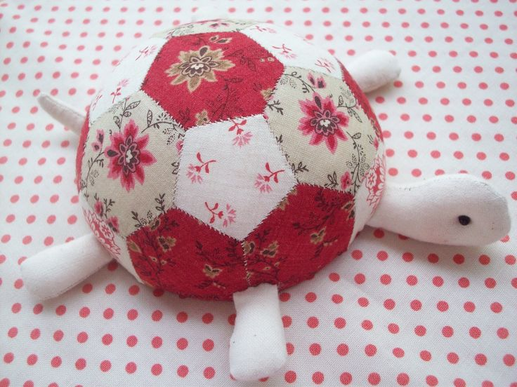 Turtle Pincushion - now that's cute! I'm making mini hexies so I know what to do with them!