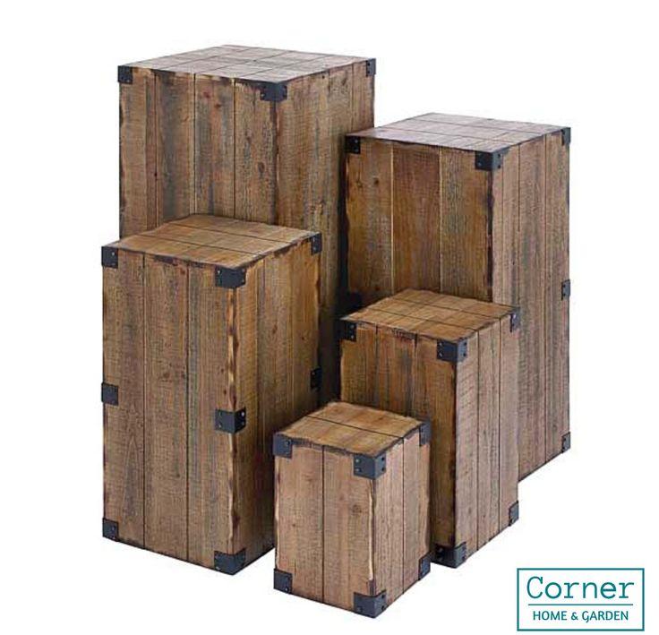 Exhibidores pedestal de madera juego con 5 pzas accesorios de decoracion Alturas: 96.44, 76.20, 61, 45.72 y 30.48 cms