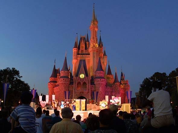 Um kit de aplicativos para planejar uma viagem a Disney World e driblar as filas nos parques de diversão.