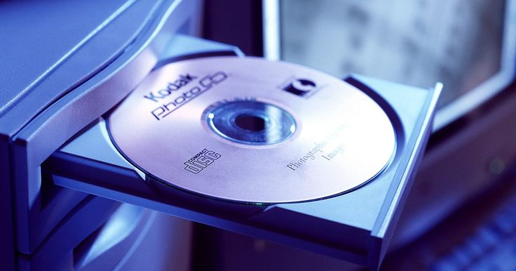 Cómo solucionar problemas con las unidades de CD/DVD. Hay varias categorías generales de los síntomas de fallas en unidades de CD/DVD, desde unidades que no se encienden hasta las que graban los discos pero con errores. Puedes diagnosticar y reparar tu unidad óptica con soluciones simples.