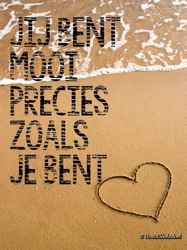 Je bent mooi precies zoals je bent | Houtstikkeleuk.nl  De mooiste quotes, uitspraken en andere teksten printen we op hout. Mooi, duurzaam en natuurlijk.