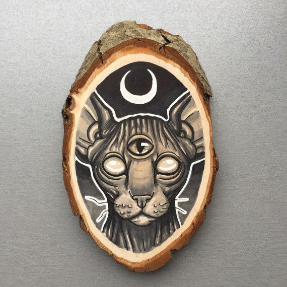 Wood slice with original drawing of a sphynx / door Inkspirednl
