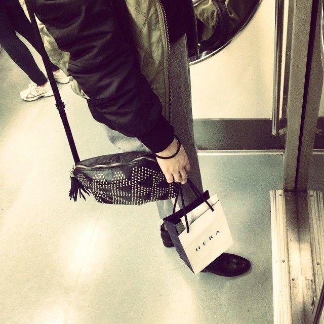 江南エリアから出て、これから明洞へ✨ #明洞#お土産探し#日本人が少なくなった気がする#電車#地下鉄#korea#韓国#明洞#hera#今韓国女性に一番人気の化粧品#えまちゃん曰く。#えまちゃん#outfit#ma1