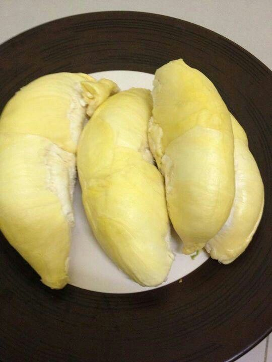 King of Thai Fruit: Durian - I tried this for the first time tonight at the markets! Creamy and sweet! Just don't smell it haha
