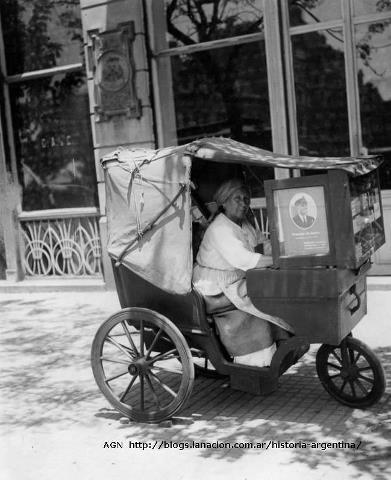 Vendedora de cigarrillos y fósforos, de 1926.