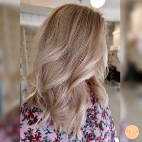 Cendré blonde hårfärg med en kall toning och tunna slingor