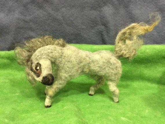 Caballo elegante de lana gris por Wonderwoolart en Etsy