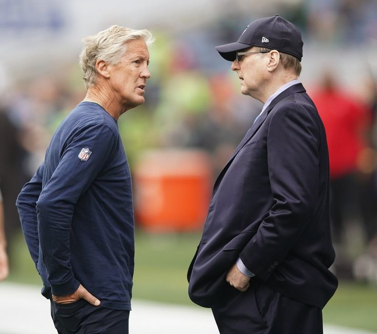 Seattle Seahawks head coach Pete Carroll, left chats with Seahawk owner Paul Allen before the beginning of the Seattle Seahawks – San Francisco 49ers game at CenturyLink Field in Seattle on September 17, 2017. 202398 (Mike Siegel / The Seattle Times)