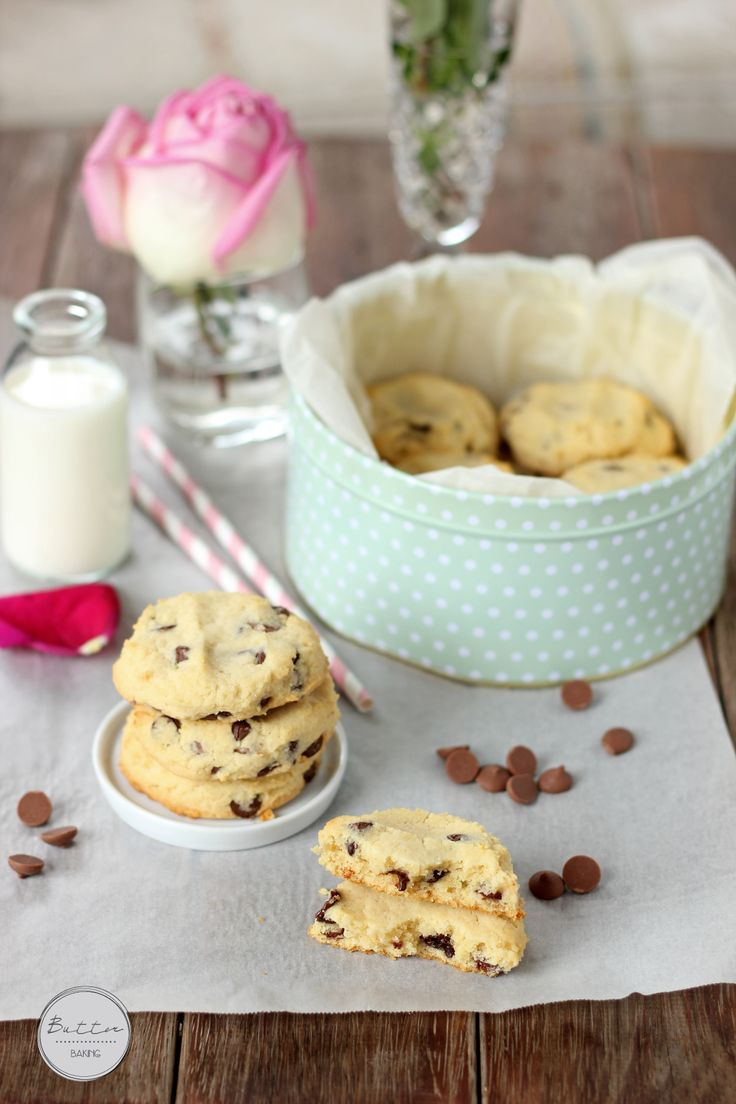 condensed milk cookies/180g unsalted butter, softened (2/3 c)  1/3 c caster (superfine) sugar  1/2 c sweetened condensed milk  1 1/2 c self raising flour  Pinch salt  1 1/2 c choco chips // 180 C (350 F)Using an electric mixer, beat the butter and sugar. Beat in the condensed milk  Add flour and salt, and mix on a low speed until combined. Stir in the chocolate chips. Roll tablespoons of the dough into balls, place on the lined trays and flatten with your hand. Bake 10 – 15 min