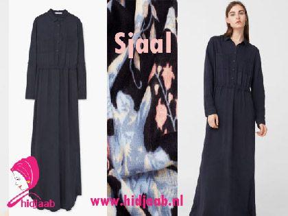 Maxi jurken kun je op ontzettend veel manieren dragen, bijvoorbeeld stoer met sneakers, of wat netter met een paar mooie laarzen. Deze maxi jurk komt uit de collectie van de MANGO. Een mooie blauwe maxi jurk die zo tijdloos is en kan in ieder seizoen worden gedragen. Combineer met de een mooie sjaal voor jouw hidjaab look.