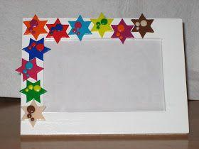 """Este es uno de los marcos que hago para las fotos de los peques me encantan los """"animalitos""""     En blanco con estrellas de colores"""