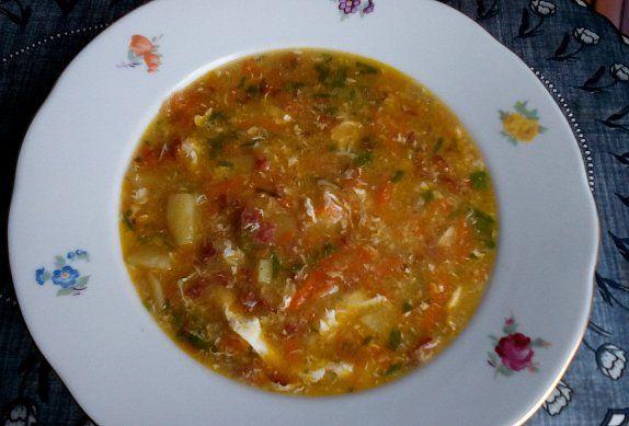 Salámová česnečka se zeleninou